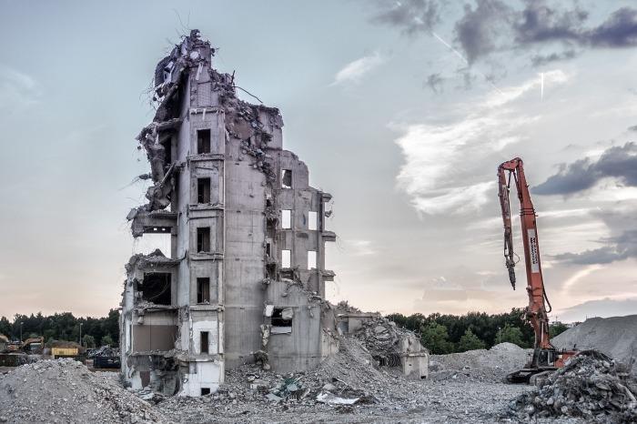 como destruir una iglesia
