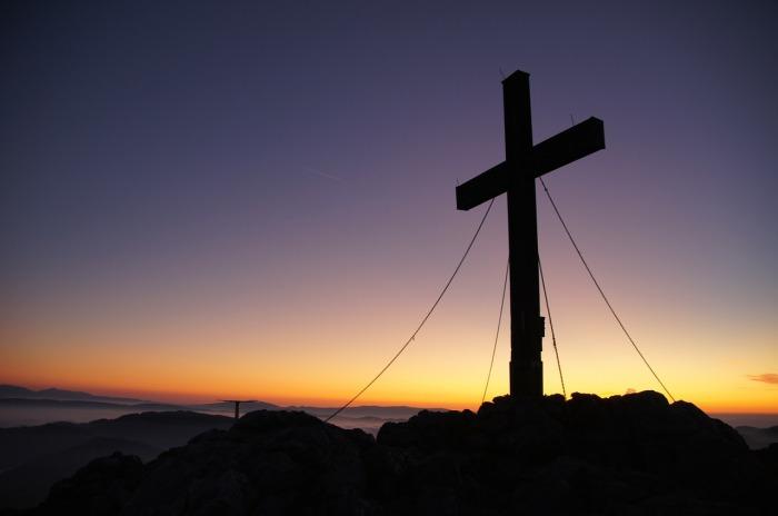 por que murió cristo en la cruz