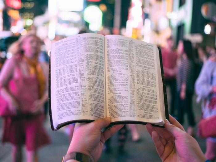 reinterpretar el antiguo testamento por el nuevo testamento