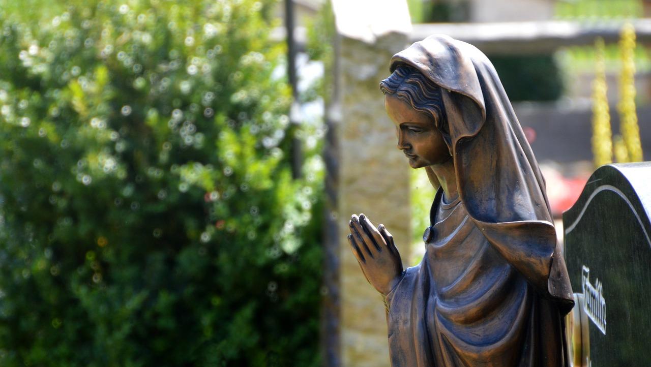 por qué no debemos orar a María y los santos