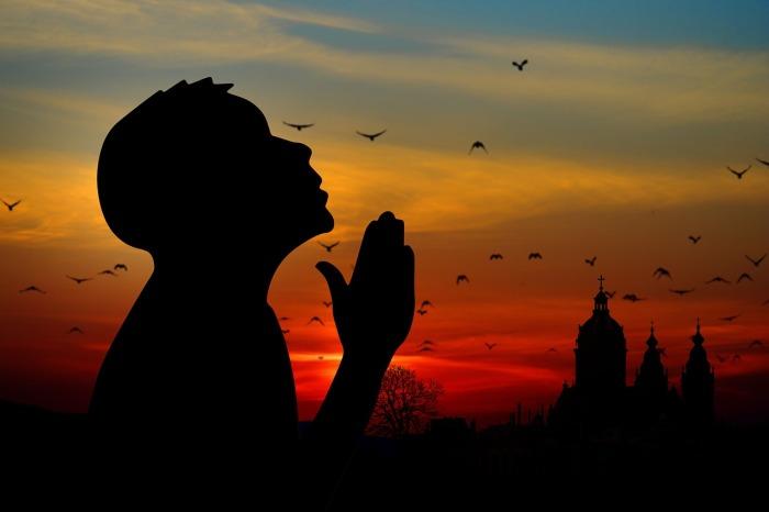 por que no debemos orar a los santos