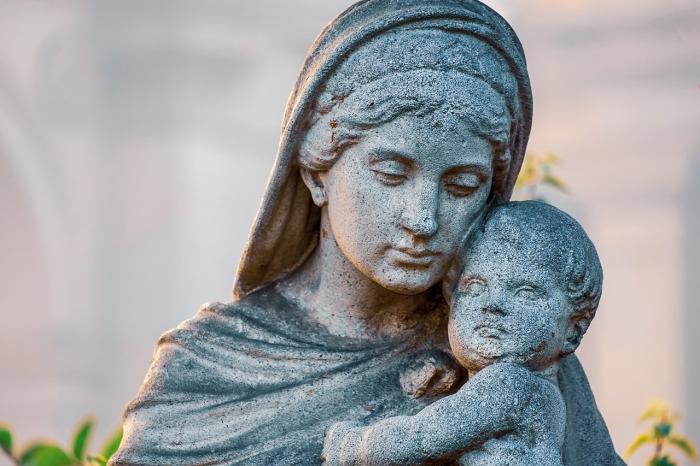 Por qué los cristianos amamos a María