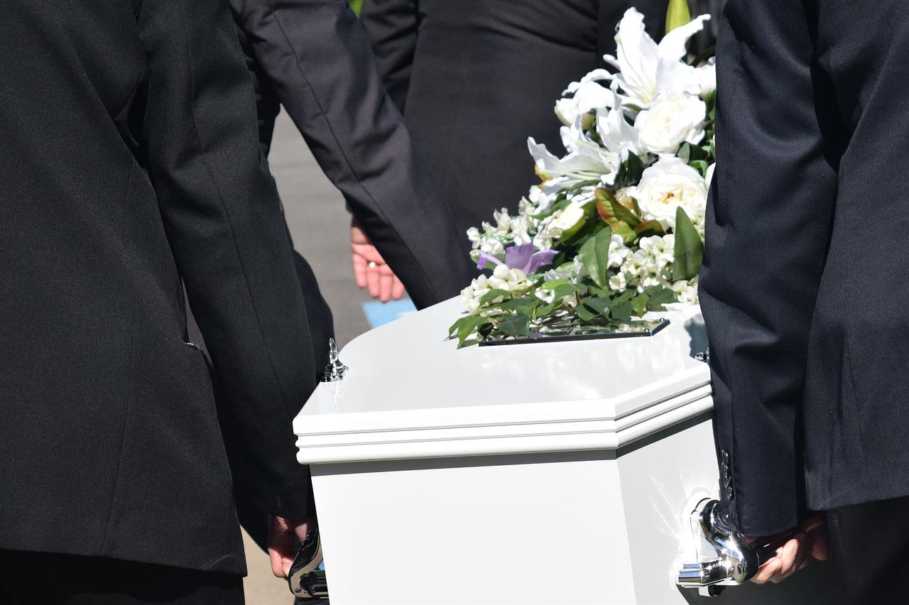 por qué debemos ir a los funerales